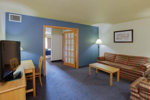 Premier One-Bedroom King Suite - Upper Floor/Non-Smoking