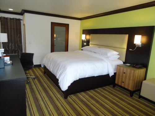 Hotel Azura - Santa Rosa, CA 95401