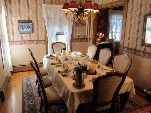 Cheney House Bed & Breakfast - Ashland, NH 03217