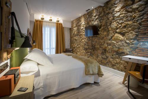 Rooms: Caravan Cinema Hotel Review, Bilbao, Spain