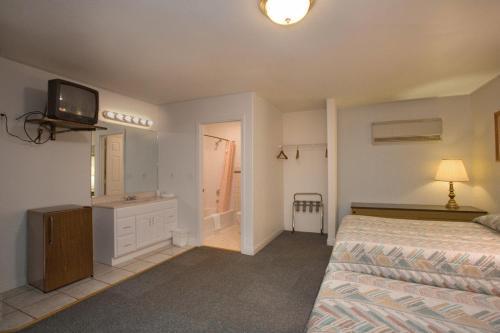 Фото отеля Stagecoach Motel Colorado Springs