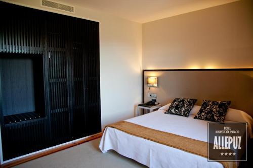 Double or Twin Room Hospedería Palacio de Allepuz 12