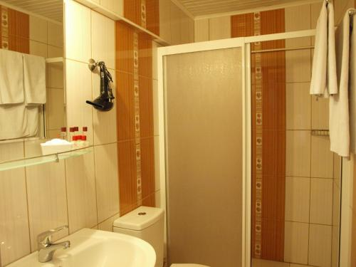 Keturvietis numeris su vonios kambariu (Quadruple Room with Bathroom)