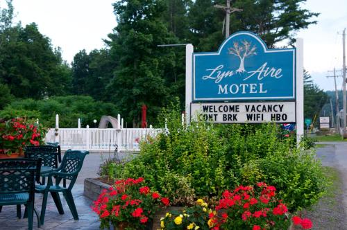 . Lyn Aire Motel - Lake George