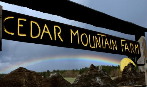 Cedar Mountain Farm Bed and Breakfast LLC - Accommodation - Athol