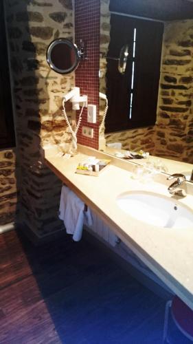 Basic Double Room Posada Real de Las Misas 9