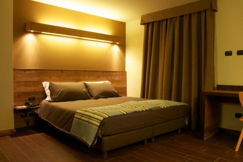 Double or Twin Room with Mountain View