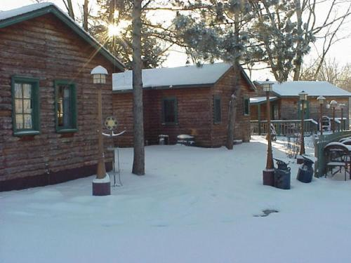 Moon River Cabins - Bellevue, IA 52031