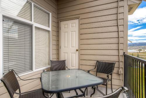 Three-Bedroom Spacious Condo 206 at Bay Club - Frisco, CO 80443