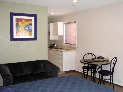 193 Aorangi Manor Motel - Accommodation - Blenheim