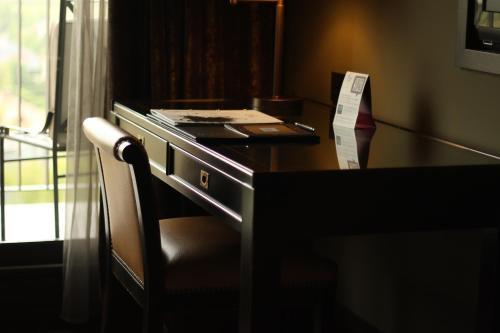Standard Double or Twin Room Hotel Castillo de Gorraiz Golf & Spa 15