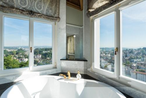 Deluxe Suite with Terrace and Lake View