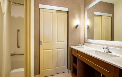 Homewood Suites by Hilton Winnipeg Airport - Polo Park - Winnipeg, MB R3M 2L4