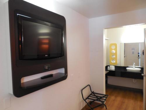 Motel 6-Chula Vista CA - San Diego - Chula Vista, CA CA 91910