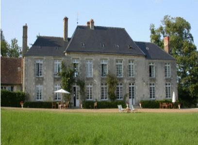 . Château de Sarceaux