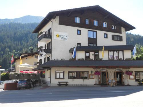 . Cresta Hotel