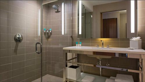 Hyatt Regency McCormick Place Угловой номер с кроватью размера