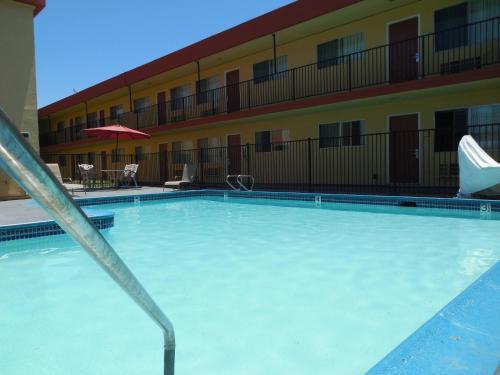 Howard Johnson By Wyndham Chula Vista/San Diego Suite Hotel