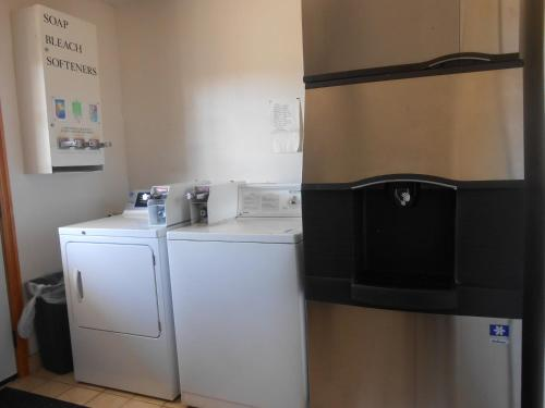 Budget Inn And Suites Siloam Springs - Siloam Springs, AR 72761