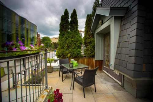 Apart Hotel Montreal by Les Terrasses Saint Urbain (Bed and Breakfast)