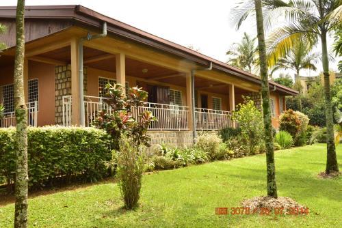 . Zwinkels Guest House Bamenda