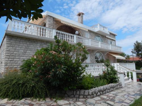 . Villa Roth