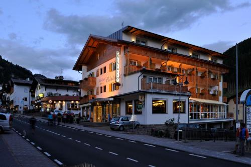 Hotel Cristallo St. Christina - Grödental