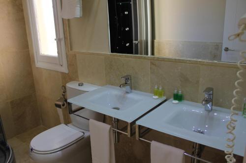 Superior Double Room with Mountain View Hotel Leonor de Aquitania 20