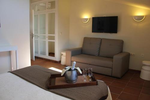 Double Room with Lounge Hotel Leonor de Aquitania 28