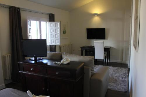 Double Room with Lounge Hotel Leonor de Aquitania 29