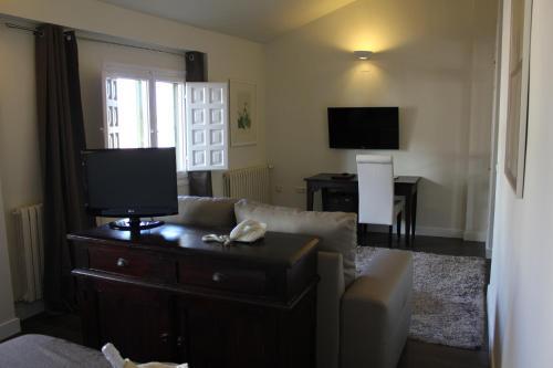 Double Room with Lounge Hotel Leonor de Aquitania 20