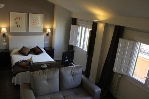 Double Room with Lounge Hotel Leonor de Aquitania 24