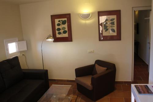 Double Room with Lounge Hotel Leonor de Aquitania 18