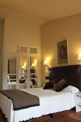 Habitación Doble Superior con vistas a las montañas Hotel Leonor de Aquitania 16