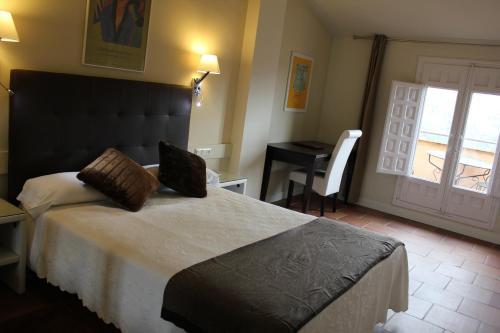 Habitación Doble Superior con vistas a las montañas Hotel Leonor de Aquitania 14