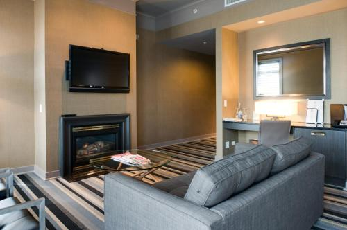 1126 Memorial Dr NW, Calgary, AB T2N 3E3, Canada.