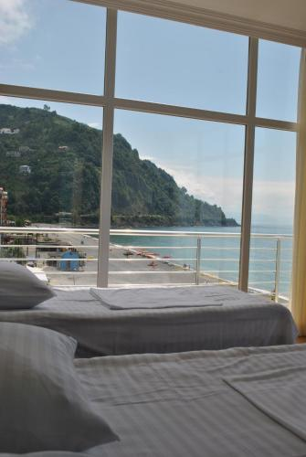 Black Sea Hotel фото номерів