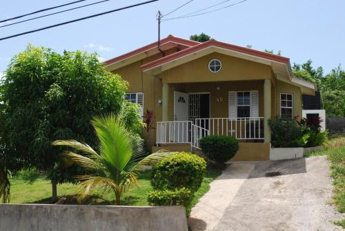 Ocho Rios 2 bed house with fantastic Ocean View 24 Hrs Security