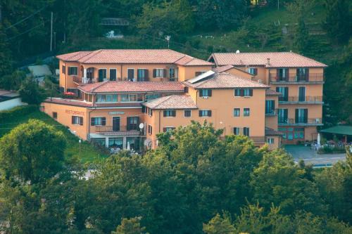 Hotel Aurora - Spiazzi Di Caprino
