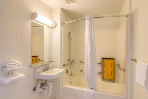 Motel 6 Los Angeles - Van Nuys/North Hills - Van Nuys, CA 91343