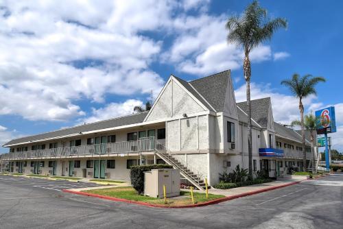 Motel 6 Anaheim Stadium - Orange Hotel in CA