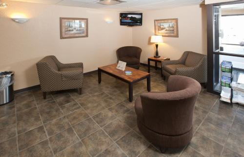 Guesthouse Inn & Suites Rochester - Rochester, MN 55901