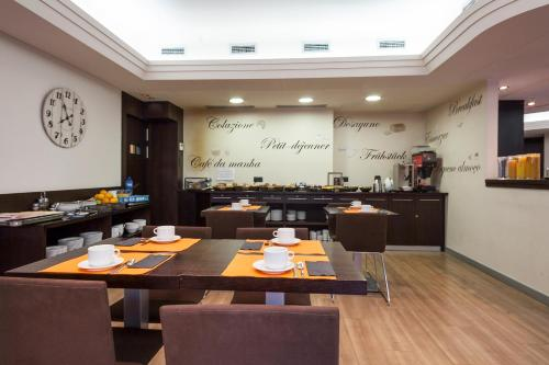 Hotel Antibes ** 30