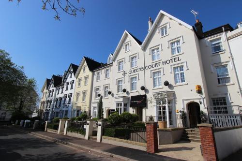 . Queens Court Hotel