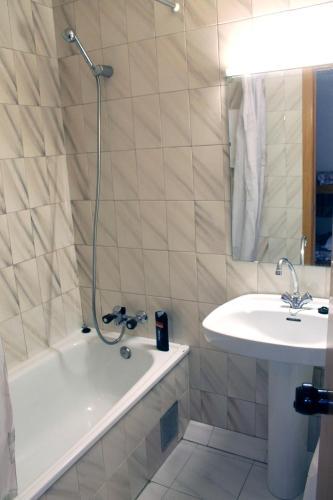 Фото отеля Apartamentos Varios Pas 3000