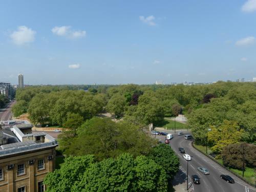 1 Hamilton Place, Park Lane, London, W1J 7QY, England.