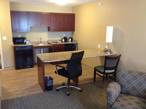 Grandstay Hotel Suites Glenwood - Glenwood, MN 56334