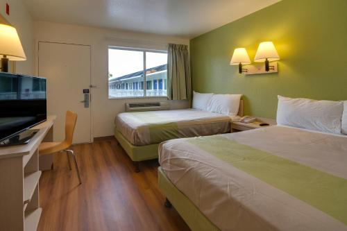 Premium Double Room with Two Beds and Mini Fridge