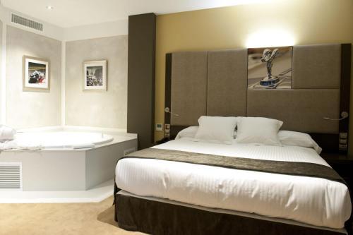 Junior Suite with jacuzzi Costa Esmeralda Suites 6