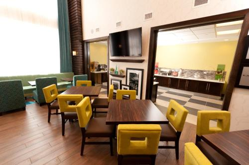 Hampton Inn & Suites East Gate Regina in Regina